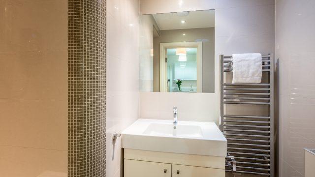 Marylebone Service Studio - Shower Room