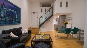 St Pauls – Split-level Studio Serviced Apartment – Superior