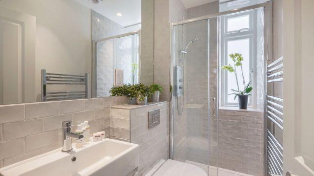 Marylebone serviced studio shower room